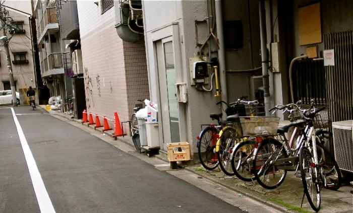 Nishi Azabu: Alley behind my house